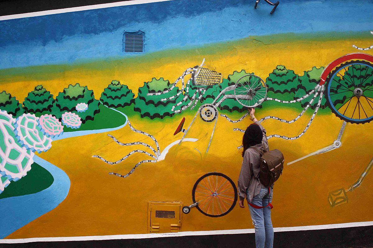 Colombia: When gang members turn to art   Tea After Twelve